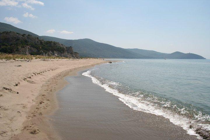 la spiaggia di alberese in maremma