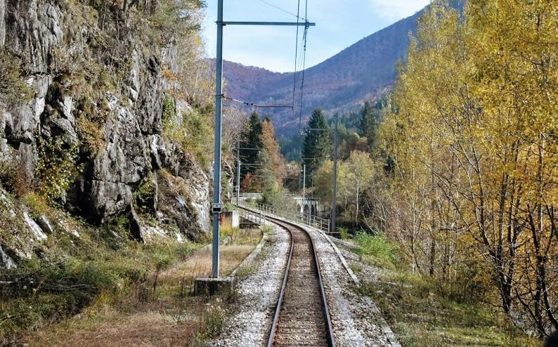 La ferrovia Vigezzina-Centovalli in mezzo alla natura