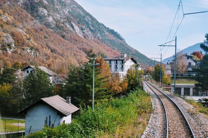 Il Treno del Foliage attraversa i borghi della Valle Vigezzo