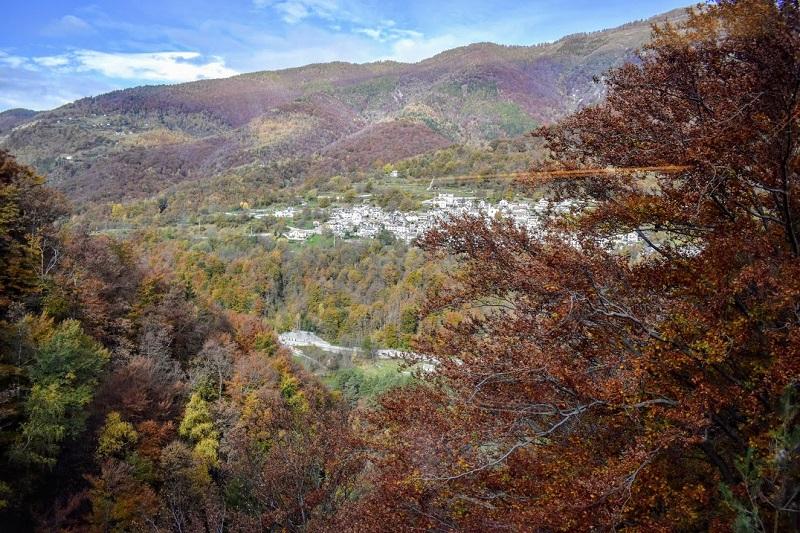 Panorama della Valle Vigezzo nel periodo del foliage