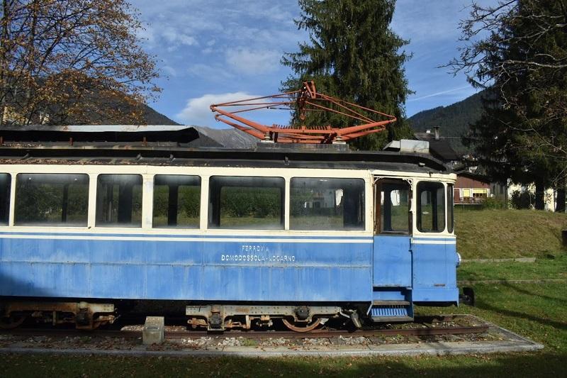 Uno degli storici treni bianchi e blu della Ferrovia Vigezzina-Centovalli