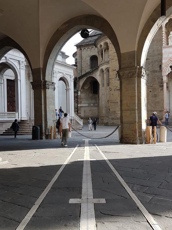 I portici della città alta di Bergamo, una delle città in cui è disponibile Escape Tour