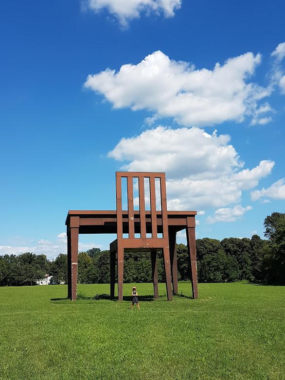 Il banco e la sedia gigante del Parco di Monza